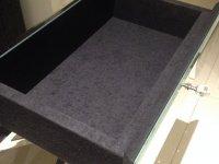 szuflada w czarnym welurze